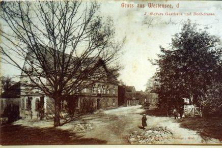 Postkarte - Gaststätte und Dorfstraße in Westensee