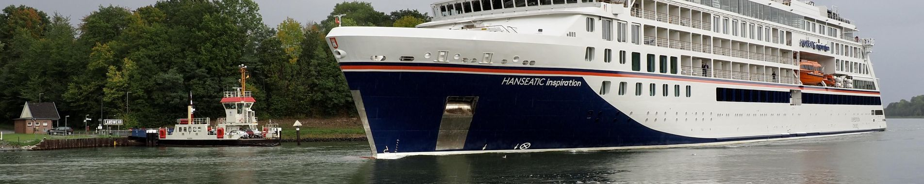Kreuzfahrtschiff an der Fähre Landwehr