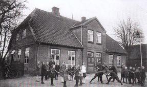Schulgebäude Schönwohld in den 30er Jahren