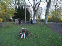 Das Ehrenmal auf dem Flemhuder Friedhof.